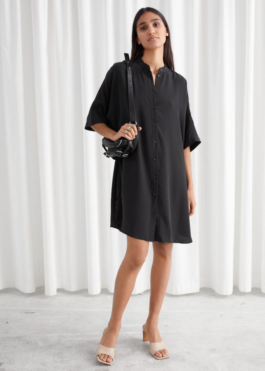 앤아더스토리즈 오버사이즈 셔츠 드레스의 블랙컬러 ECOMLook입니다.
