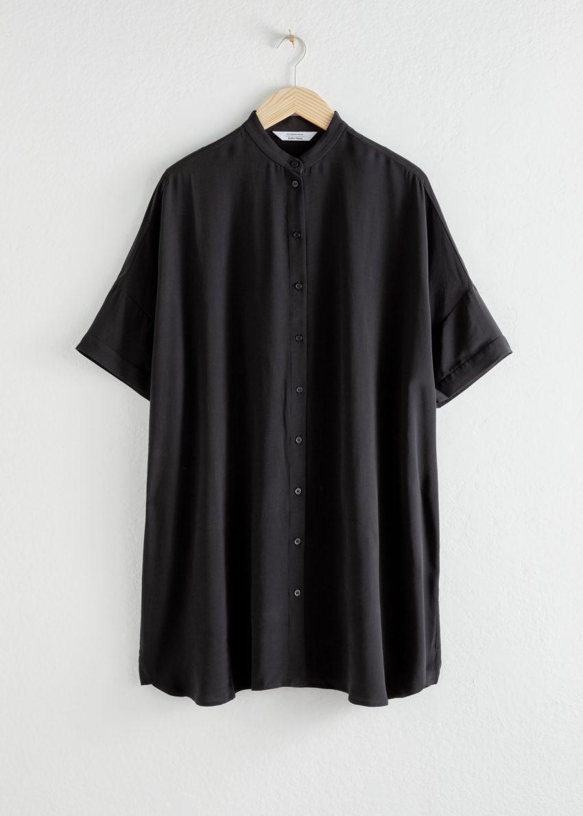 앤아더스토리즈 오버사이즈 셔츠 드레스의 블랙컬러 Product입니다.