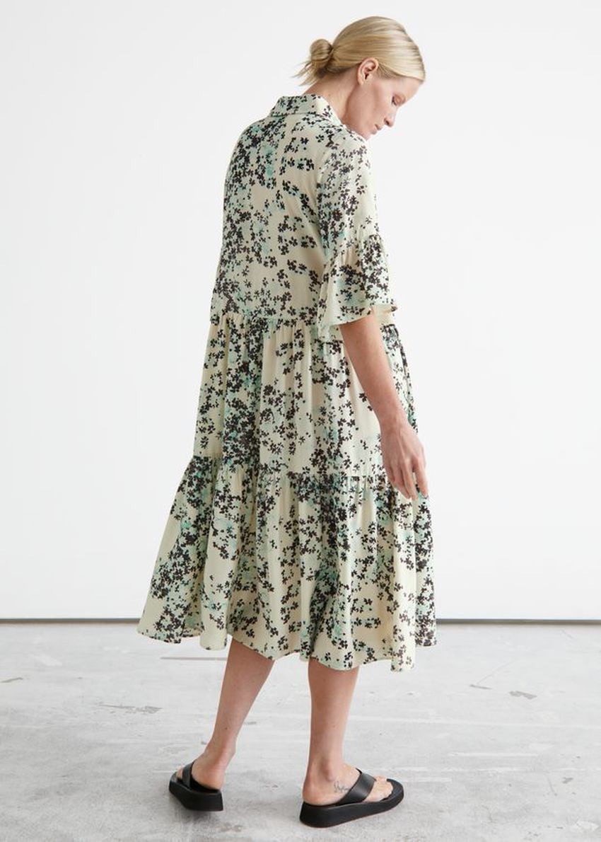앤아더스토리즈 티어드 A 라인 미디 셔츠 드레스의 플로럴 프린트컬러 ECOMLook입니다.