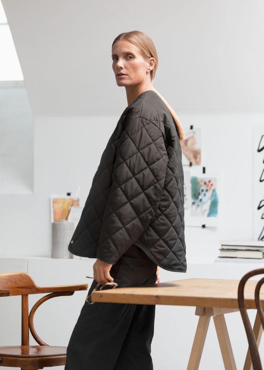 앤아더스토리즈 오버사이즈 퀼트 재킷 의 블랙컬러 Environmental입니다.