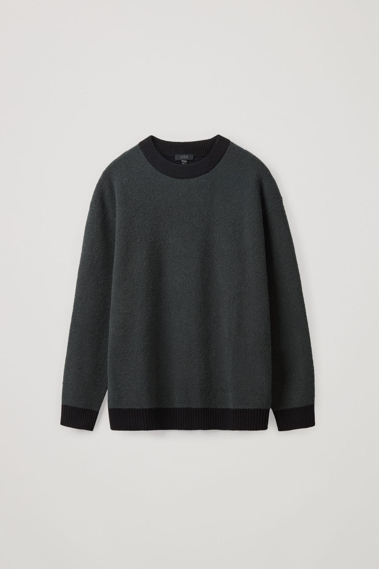 COS 울 컬러 블록 스웨터의 다크 그레이 / 블랙컬러 Product입니다.