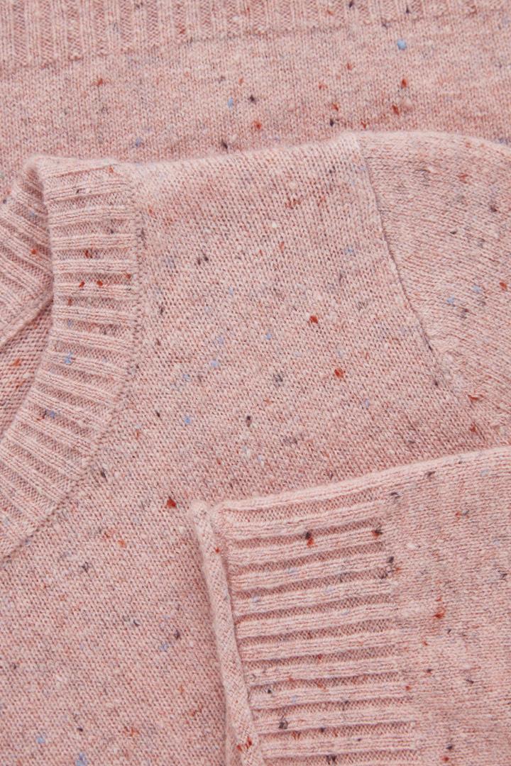 COS 스페클드 메리노 스웨터의 핑크컬러 Detail입니다.