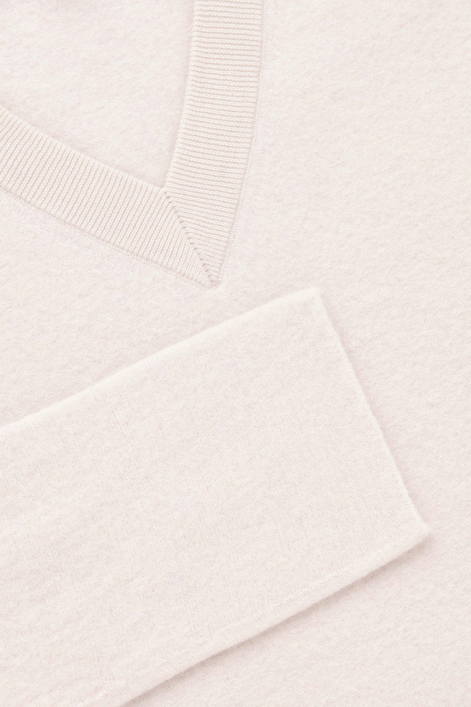 COS 보일드 울 심리스 드레스의 베이지 멜란지컬러 Detail입니다.