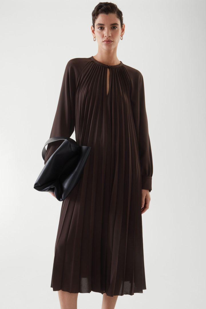 COS default image 1 of 브라운 in 에이라인 플리티드 드레스