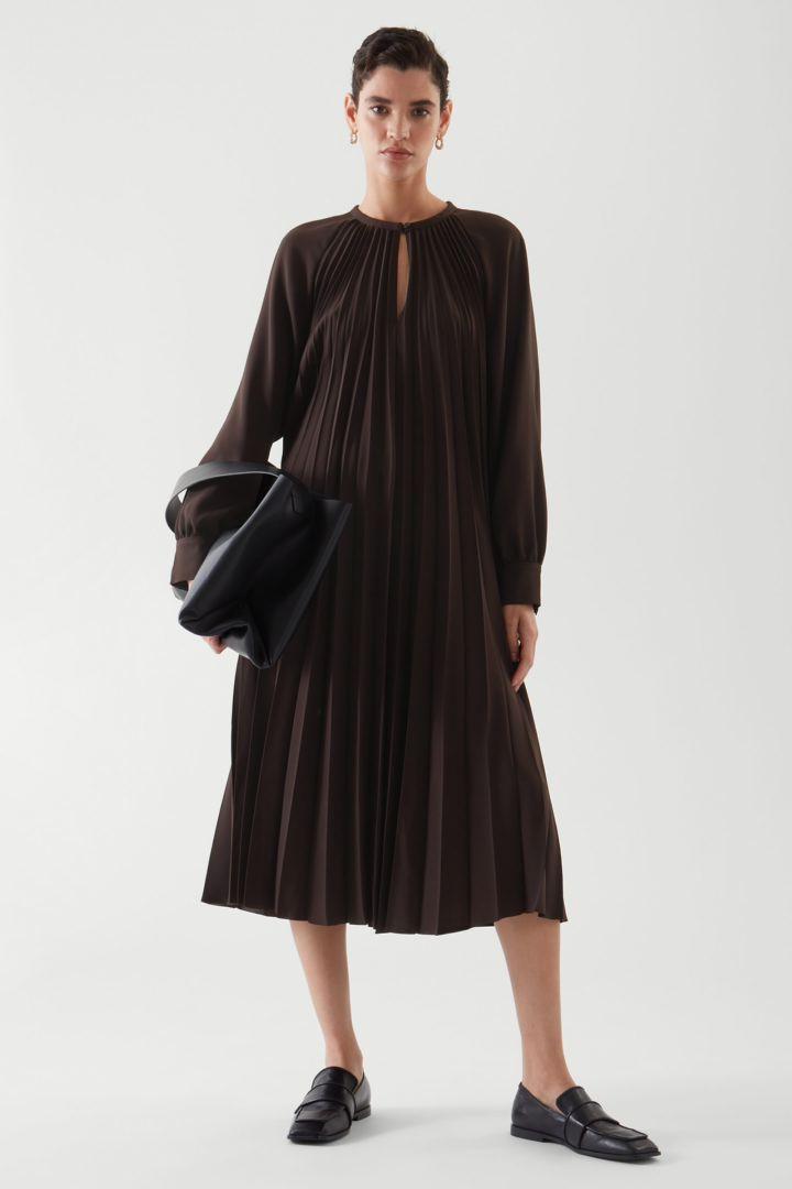 COS default image 9 of 브라운 in 에이라인 플리티드 드레스