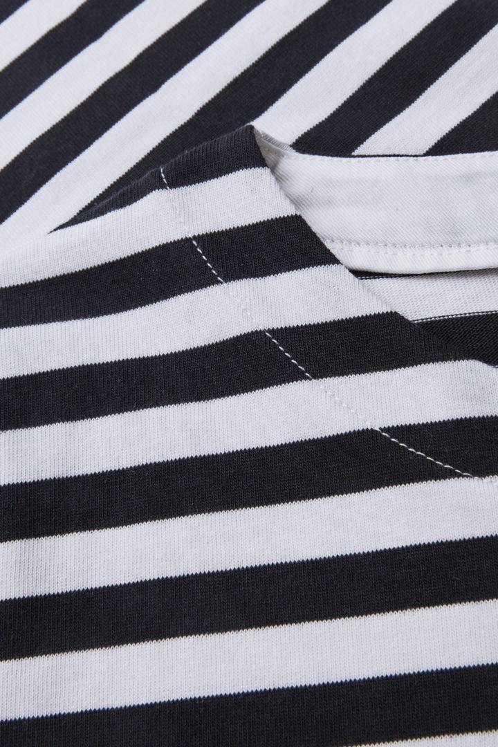 COS 스트라이프 코튼 티셔츠 드레스의 네이비 / 화이트컬러 Detail입니다.