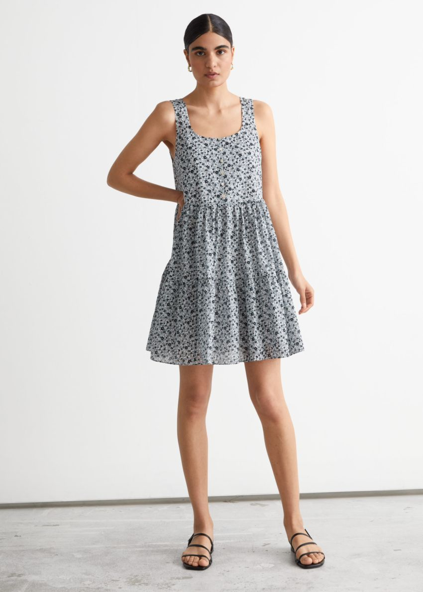 앤아더스토리즈 프린트 티어드 미니 드레스의 블루 프린트컬러 ECOMLook입니다.