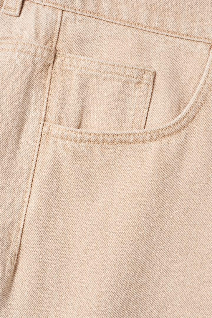 COS 레귤러 핏 진의 몰 그레이컬러 Detail입니다.