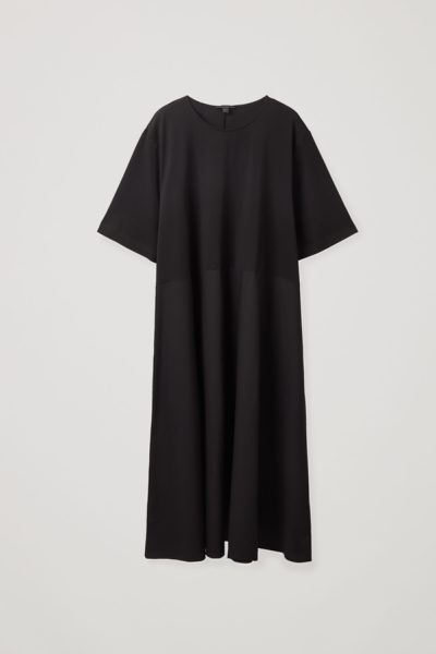 COS default image 12 of 블랙 in 루즈 티셔츠 드레스
