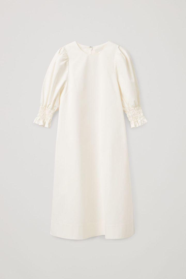 COS 코튼 스모킹 퍼프 슬리브 드레스의 화이트컬러 Product입니다.