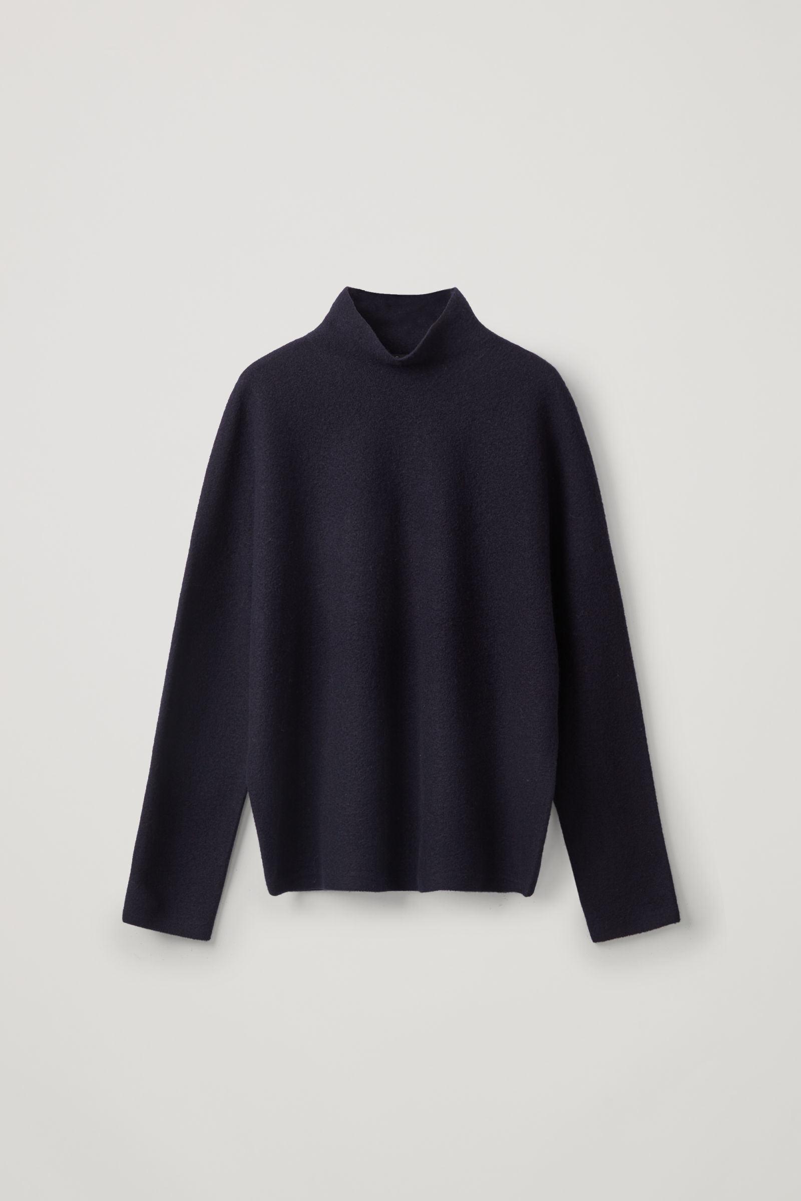 COS 보일드 울 심리스 스웨터의 미드나이트 블루컬러 Product입니다.