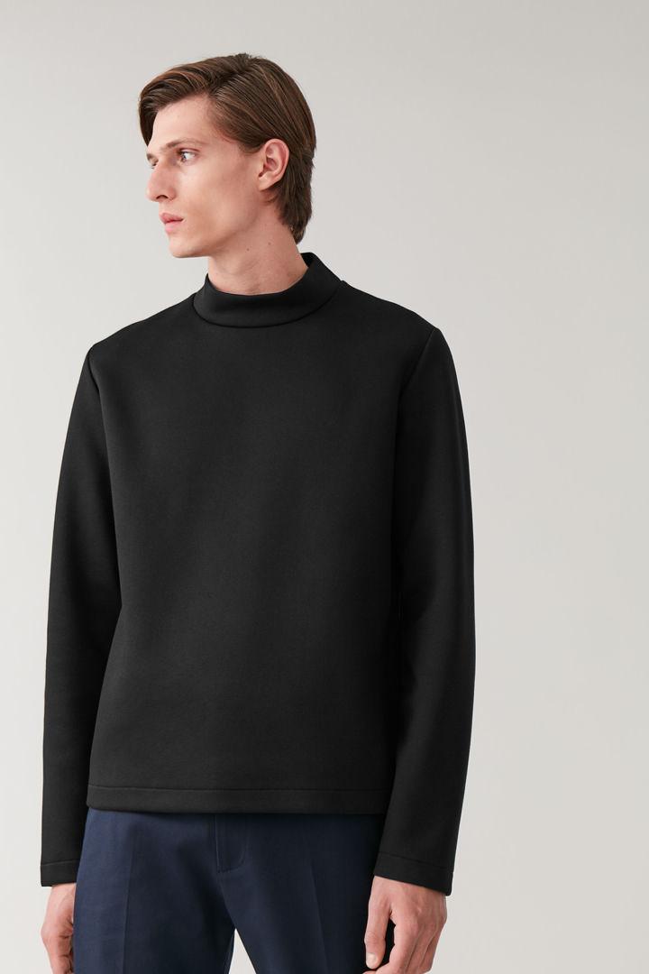 COS default image 8 of 블랙 in 퍼널넥 스쿠버 스웨터