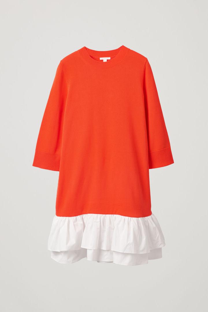 COS 우븐 플리츠 니티드 드레스의 파이어 오렌지, 화이트컬러 Product입니다.