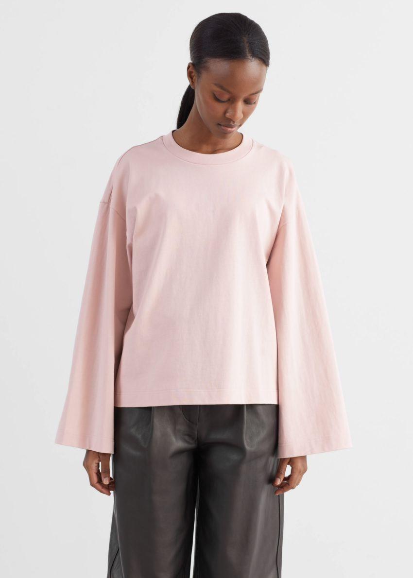 앤아더스토리즈 릴렉스드 코튼 스웨터의 라이트 핑크컬러 ECOMLook입니다.