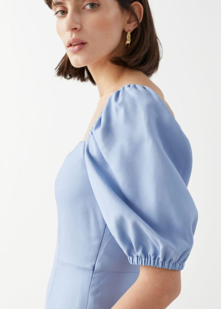 앤아더스토리즈 스퀘어 네크라인 미니 드레스의 라이트 블루컬러 ECOMLook입니다.