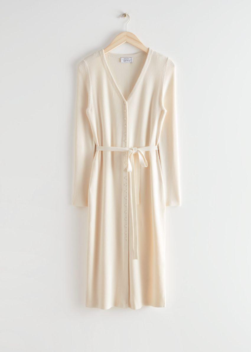 앤아더스토리즈 벨티드 가디건 미디 드레스의 크림컬러 Product입니다.