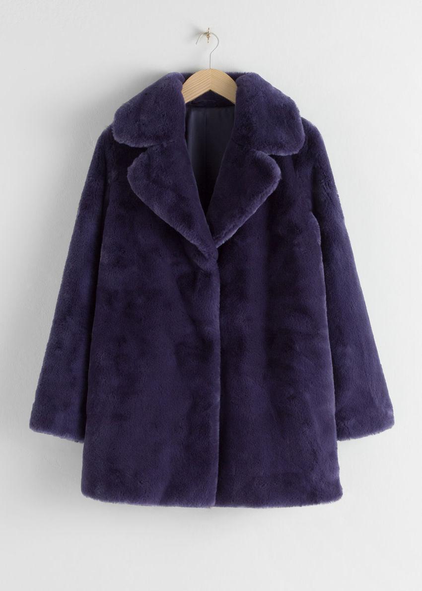 앤아더스토리즈 쇼트 Faux 퍼 코트의 다크 블루컬러 Product입니다.