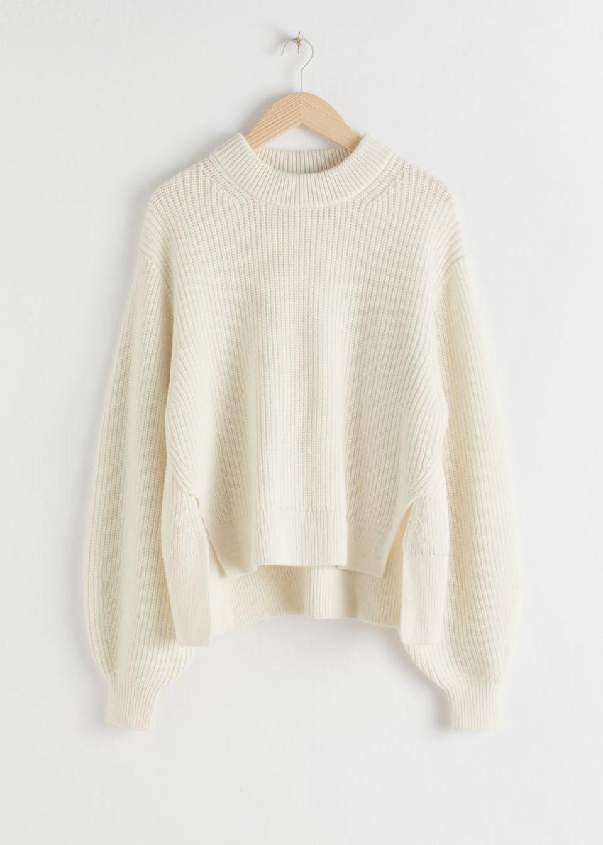 앤아더스토리즈 사이드 스플릿 울 블렌드 스웨터의 화이트컬러 Product입니다.