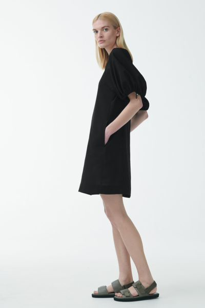 COS default image 2 of 블랙 in A라인 드로우코드 퍼프 슬리브 드레스