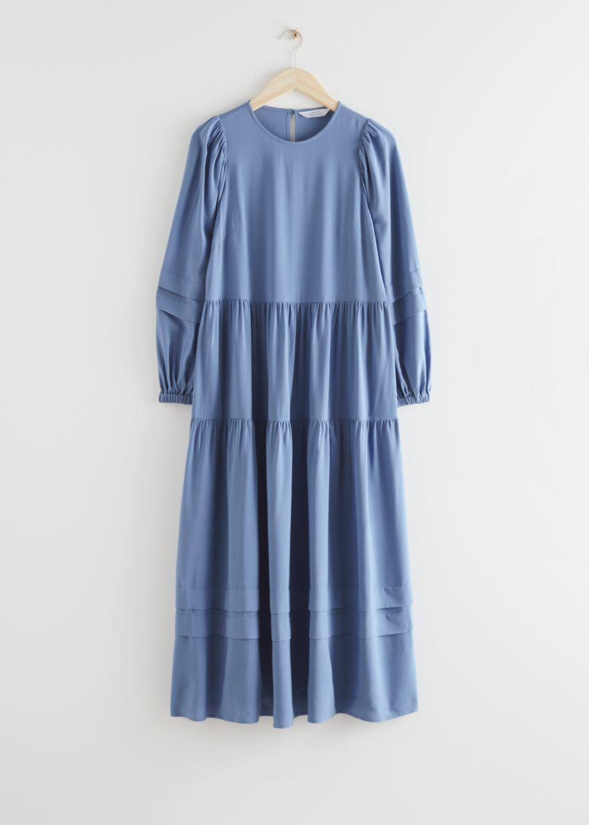 앤아더스토리즈 볼류미너스 티어드 미디 드레스의 블루컬러 Product입니다.