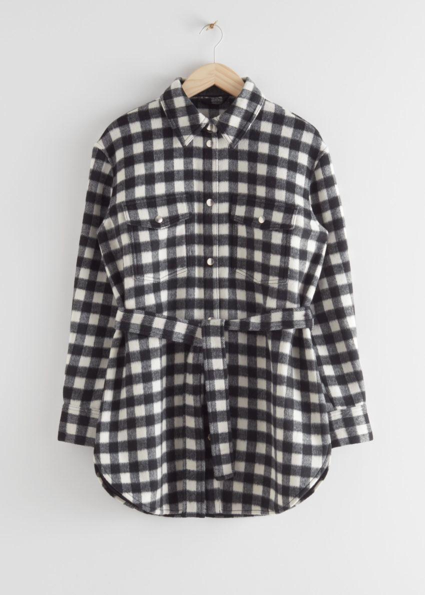 앤아더스토리즈 오버사이즈 벨티드 셔츠 재킷의 블랙 체크컬러 Product입니다.