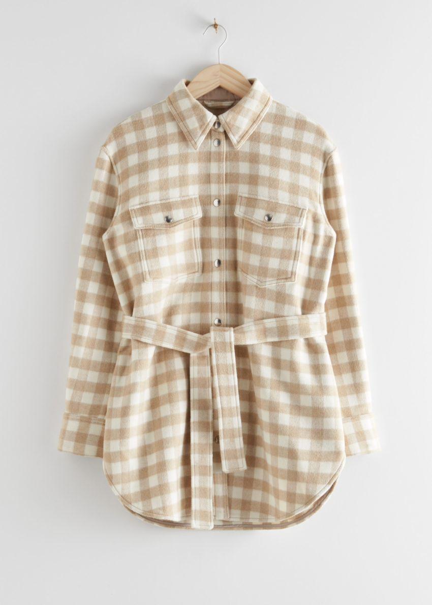 앤아더스토리즈 오버사이즈 벨티드 셔츠 재킷의 베이지 체크컬러 Product입니다.