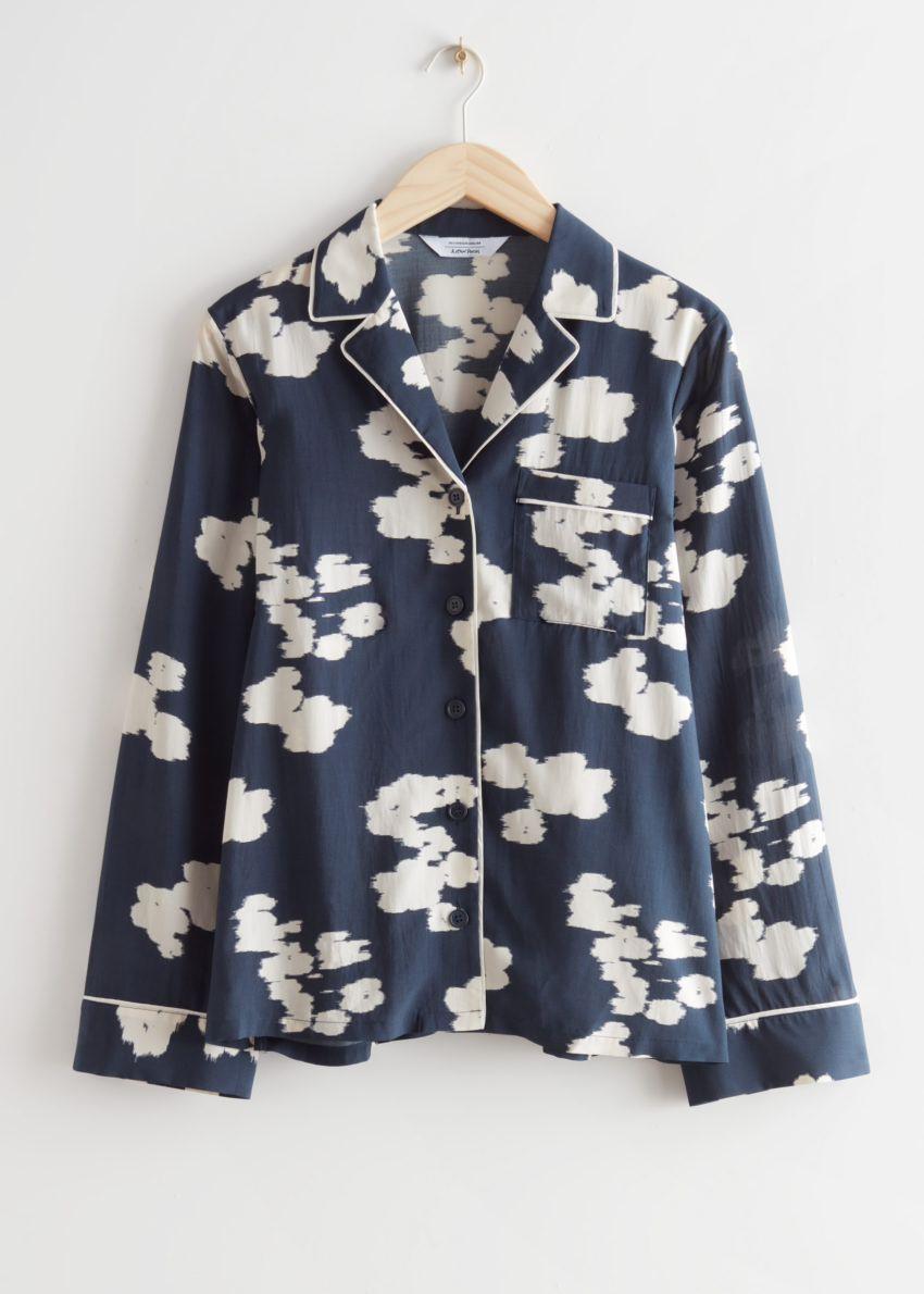 앤아더스토리즈 릴렉스드 프린트 셔츠의 네이비 플로럴컬러 Product입니다.