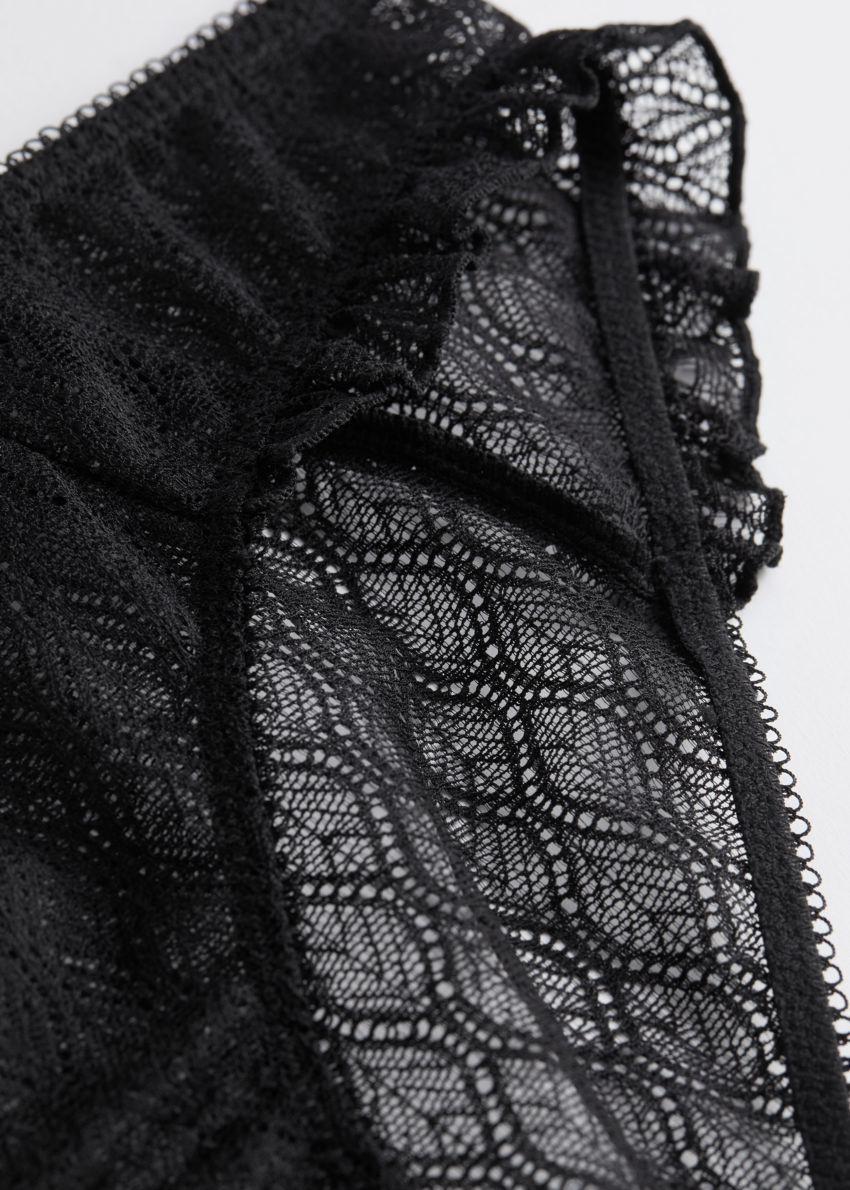 앤아더스토리즈 러플 트림 레이스 브리프의 블랙컬러 Detail입니다.