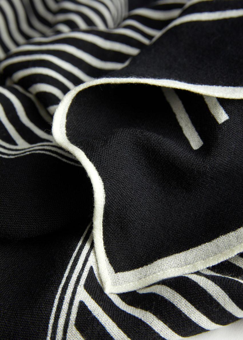 앤아더스토리즈 스트라이프 라이트 울 스카프의 블랙 스트라이프컬러 Detail입니다.