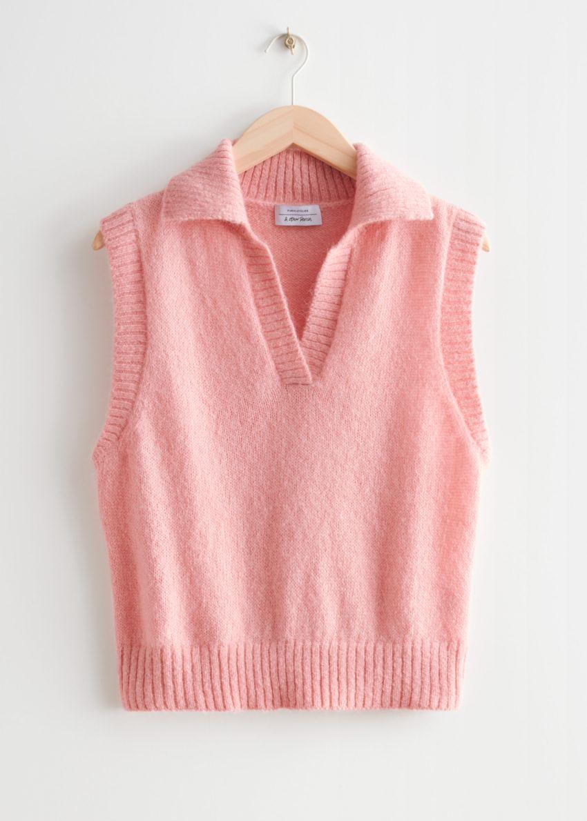 앤아더스토리즈 폴로 니트 베스트의 핑크컬러 Product입니다.