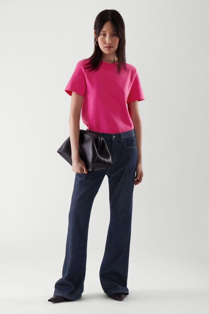 COS default image 8 of 핑크 in 슬림 핏 티셔츠
