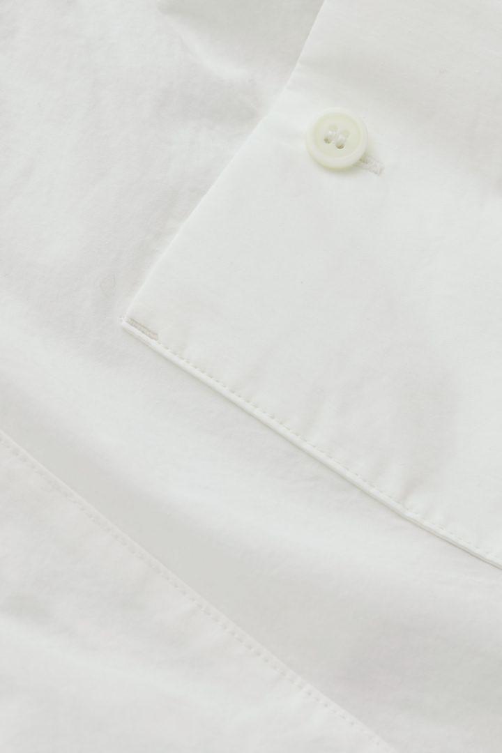 COS 드로우스트링 패치 포켓 쇼츠의 화이트컬러 Detail입니다.