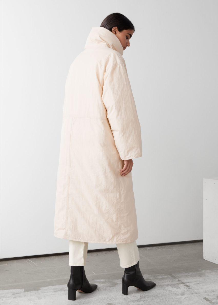 앤아더스토리즈 오버사이즈 박시 롱 푸퍼 재킷의 화이트컬러 ECOMLook입니다.