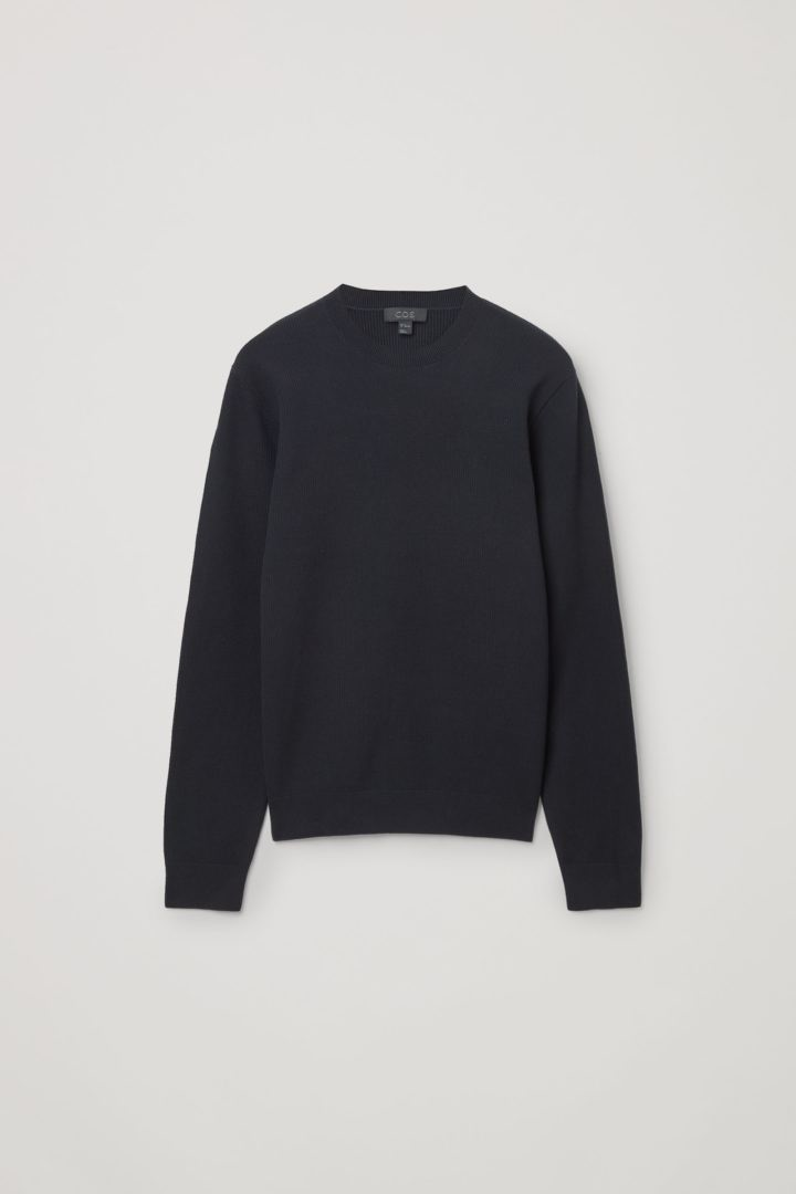 COS 오가닉 코튼 텍스쳐드 니트 스웨터의 블루컬러 Product입니다.