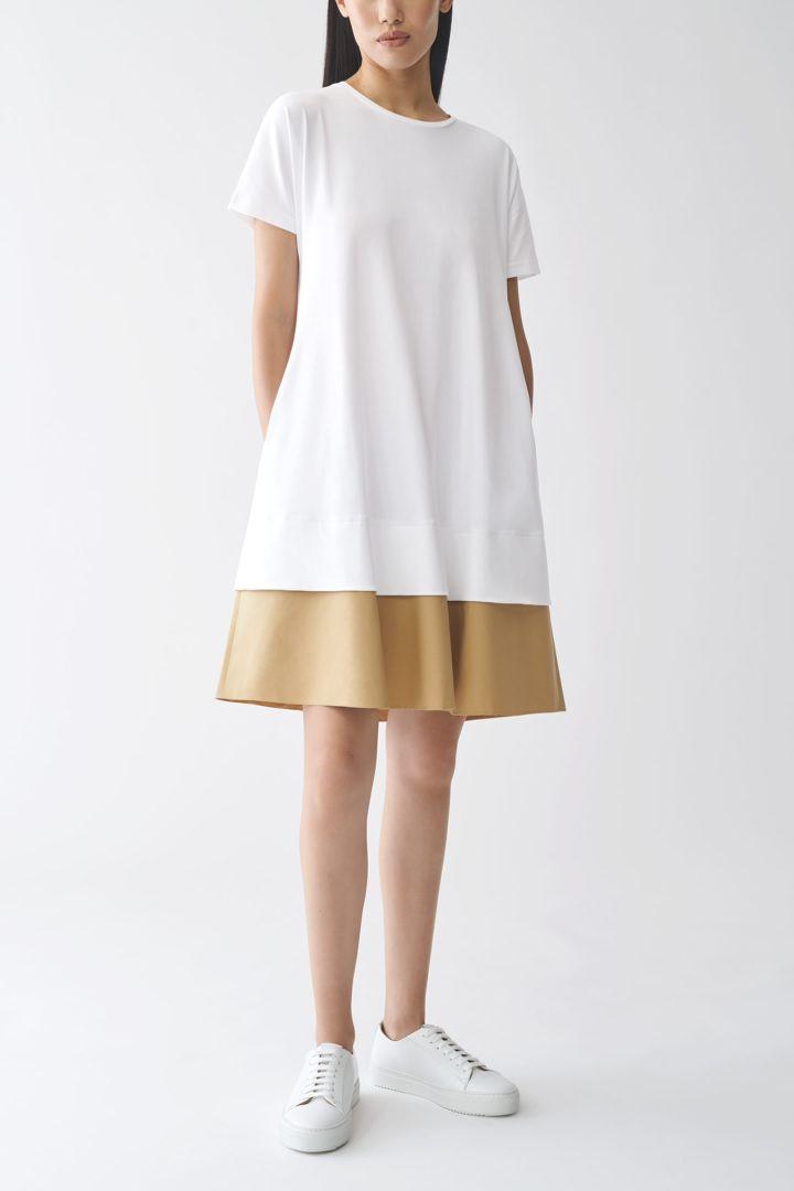 COS 컨트래스트 헴 드레스의 화이트컬러 ECOMLook입니다.