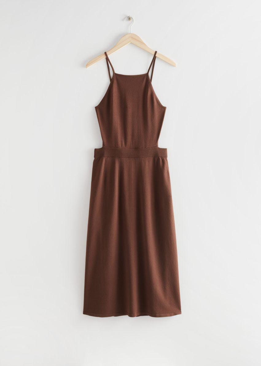 앤아더스토리즈 립 컷 아웃 미디 드레스의 다크 브라운컬러 Product입니다.