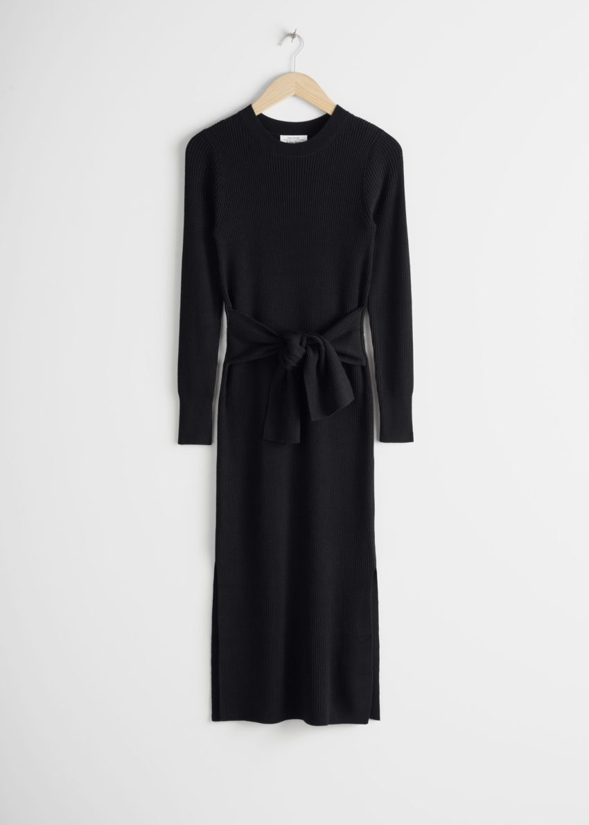앤아더스토리즈 립 매듭 타이 벨티드 미디 드레스의 블랙컬러 Product입니다.