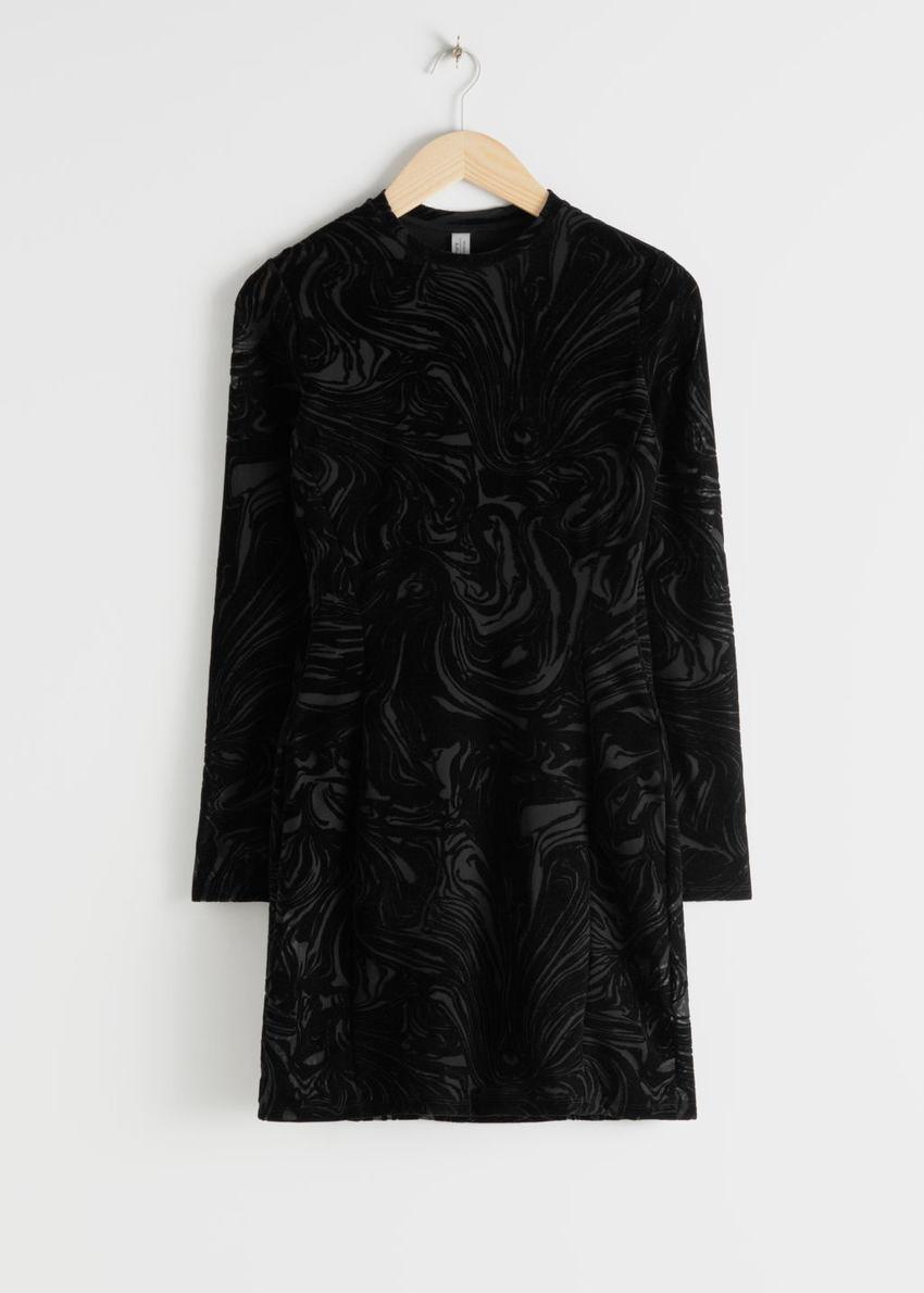 앤아더스토리즈 피티드 프린트 미니 드레스의 블랙컬러 Product입니다.