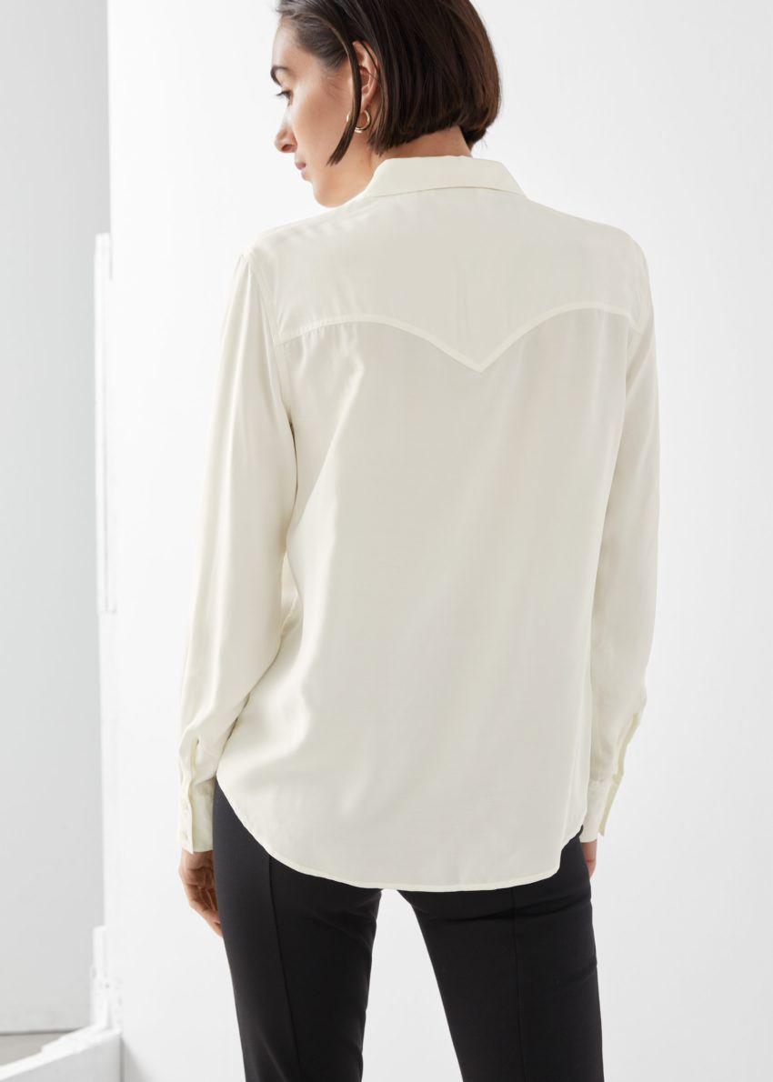 앤아더스토리즈 버튼 업 프린지 셔츠의 화이트컬러 ECOMLook입니다.