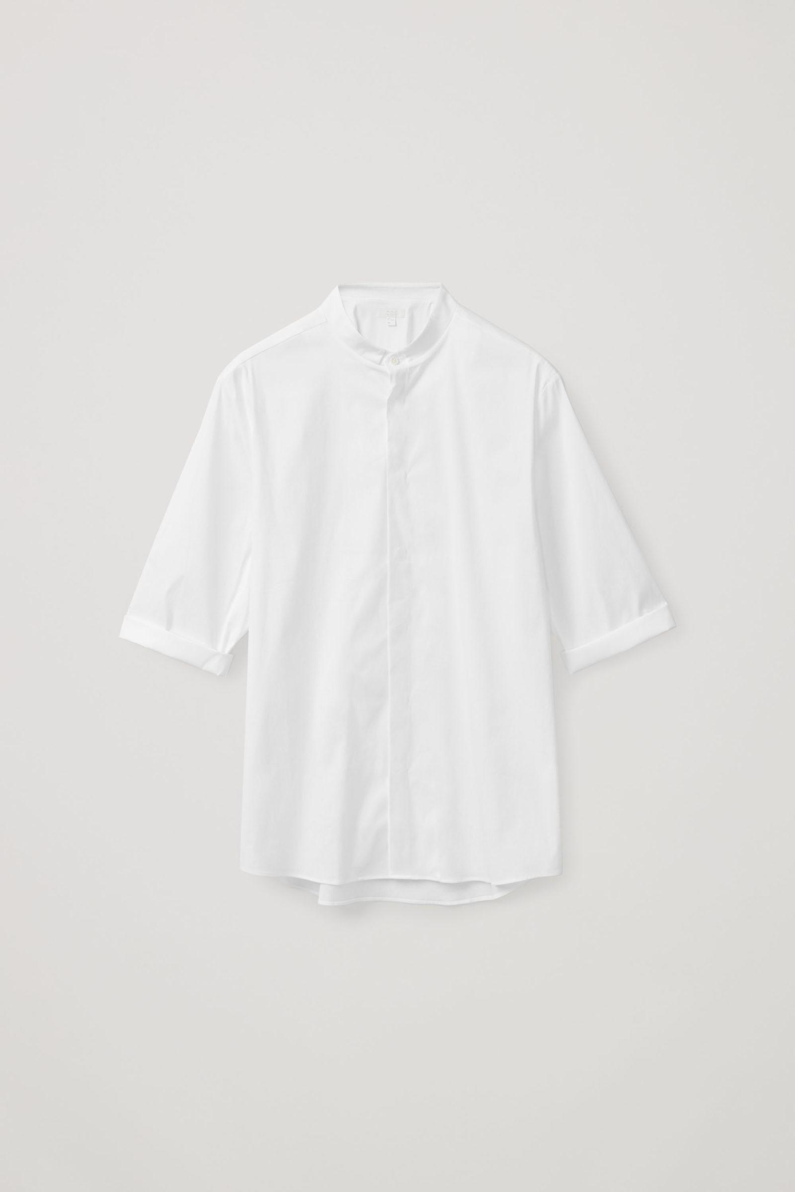 COS 슬림 칼라리스 셔츠의 화이트컬러 Product입니다.