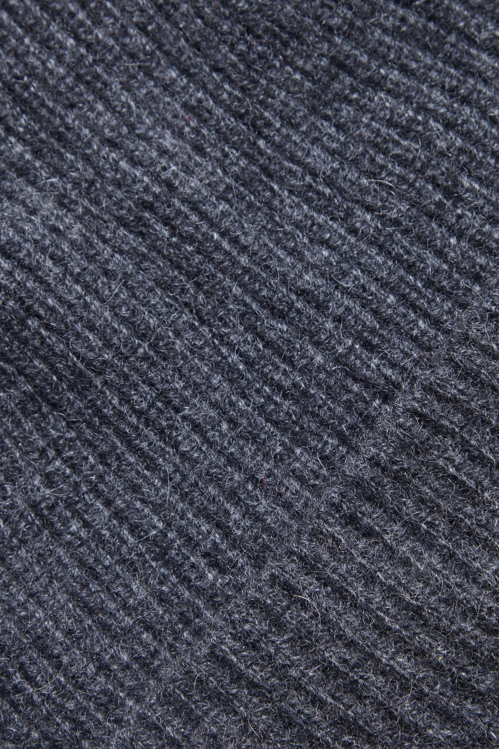 COS 오버사이즈 캐시미어 햇의 그레이컬러 Detail입니다.
