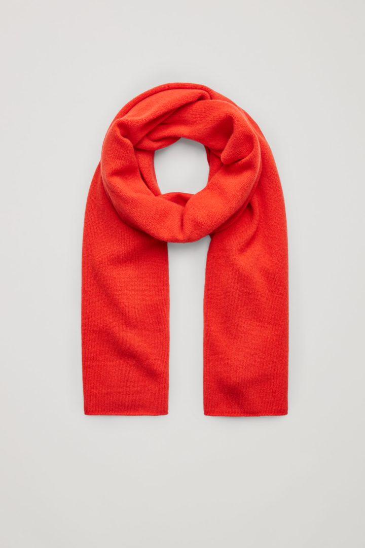 COS 유니섹스 니티드 캐시미어 스카프의 오렌지컬러 Product입니다.
