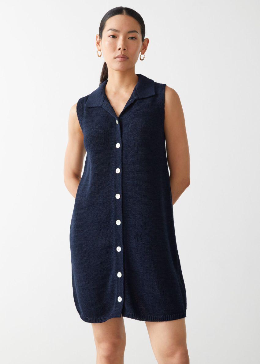 앤아더스토리즈 슬리브리스 펄 버튼 미니 드레스의 네이비컬러 ECOMLook입니다.