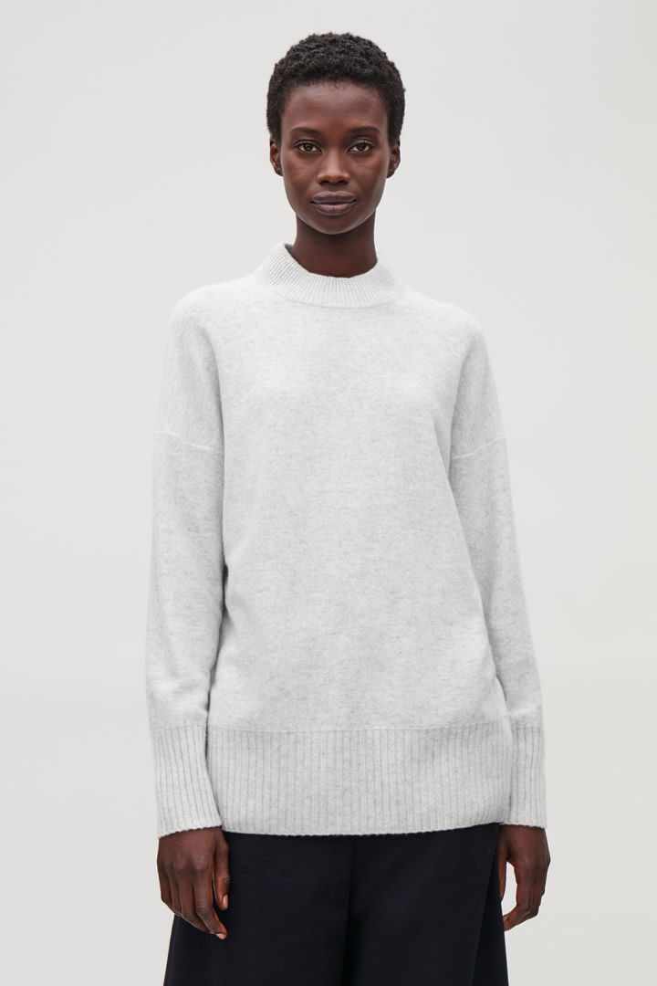 COS default image 3 of 그레이 in 청키 리브 캐시미어 스웨터