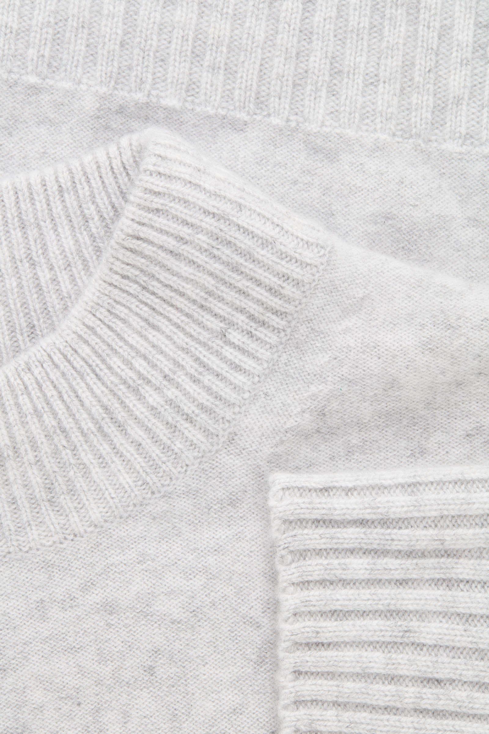 COS 청키 리브 캐시미어 스웨터의 그레이 멜란지컬러 Detail입니다.