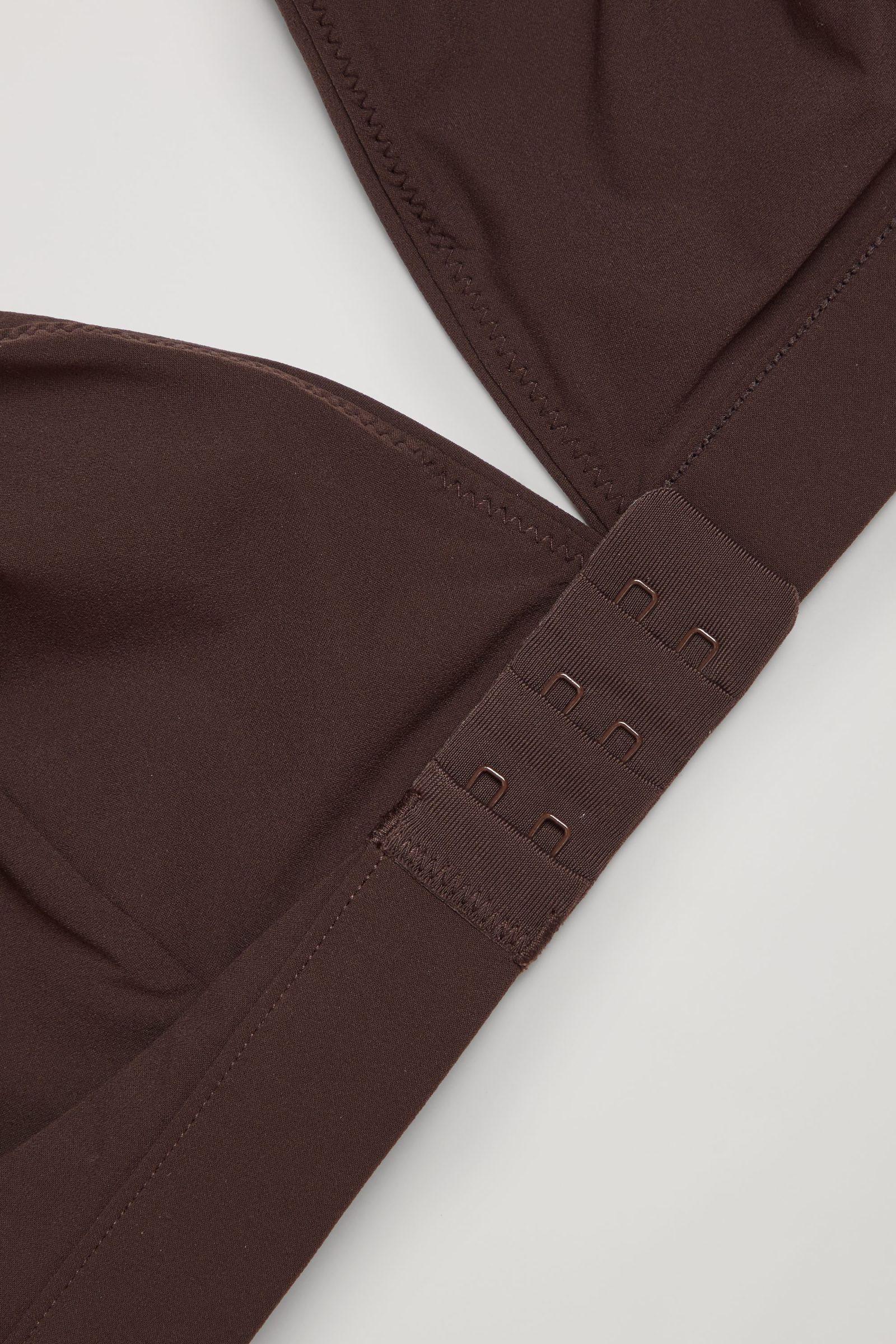 COS 트라이앵글 마이크로파이버 브라의 다크 브라운컬러 Detail입니다.