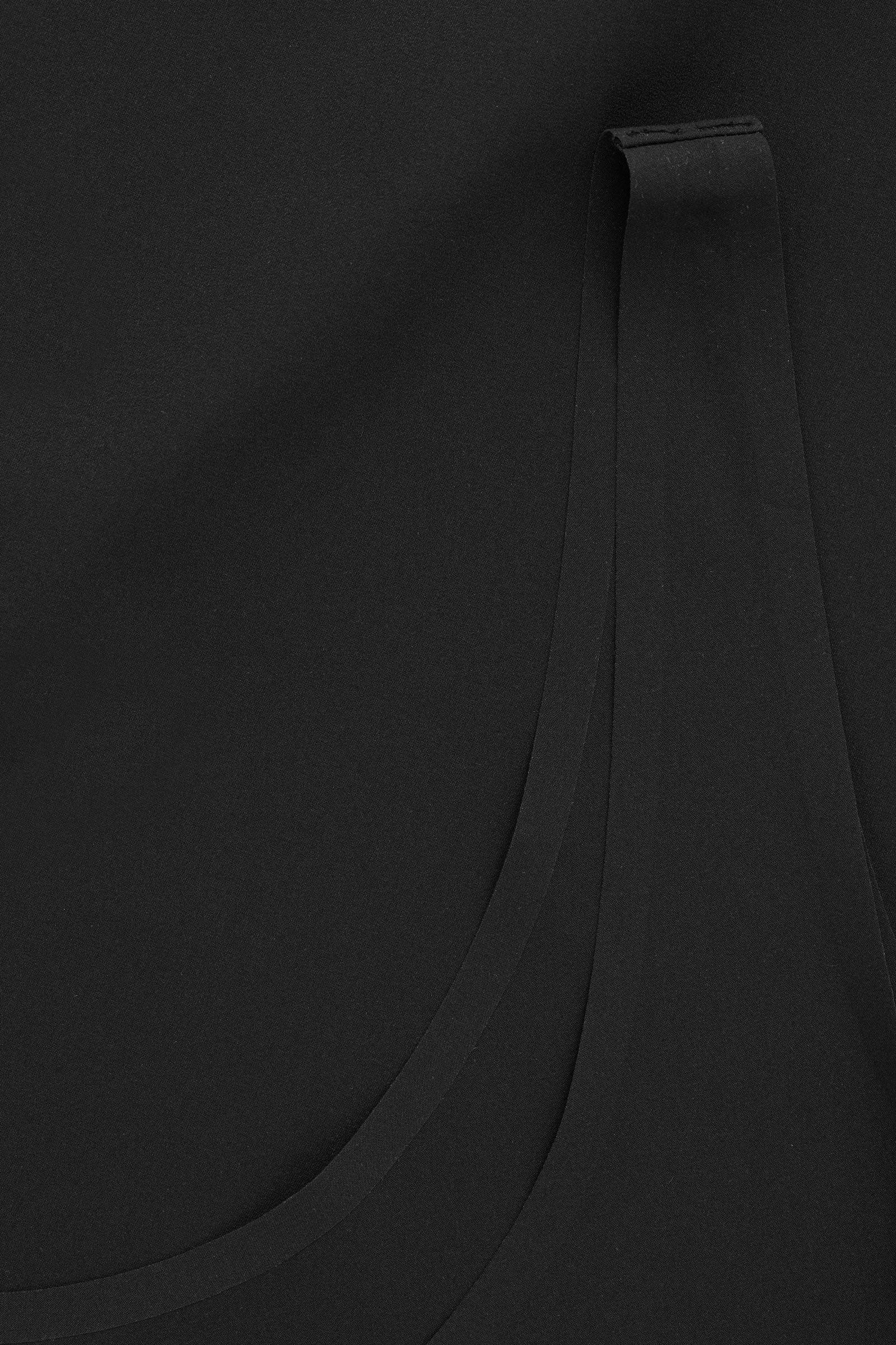 COS 심리스 베스트 탑의 블랙컬러 Detail입니다.