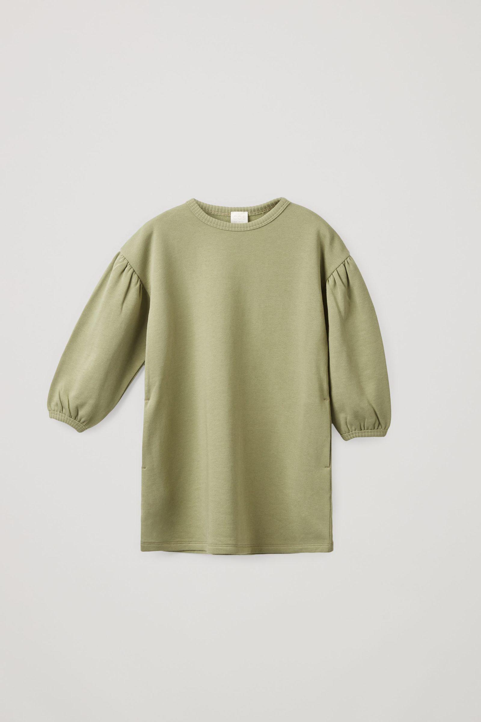COS 오가닉 코튼 개더드 벌룬 슬리브 드레스의 카키컬러 Product입니다.