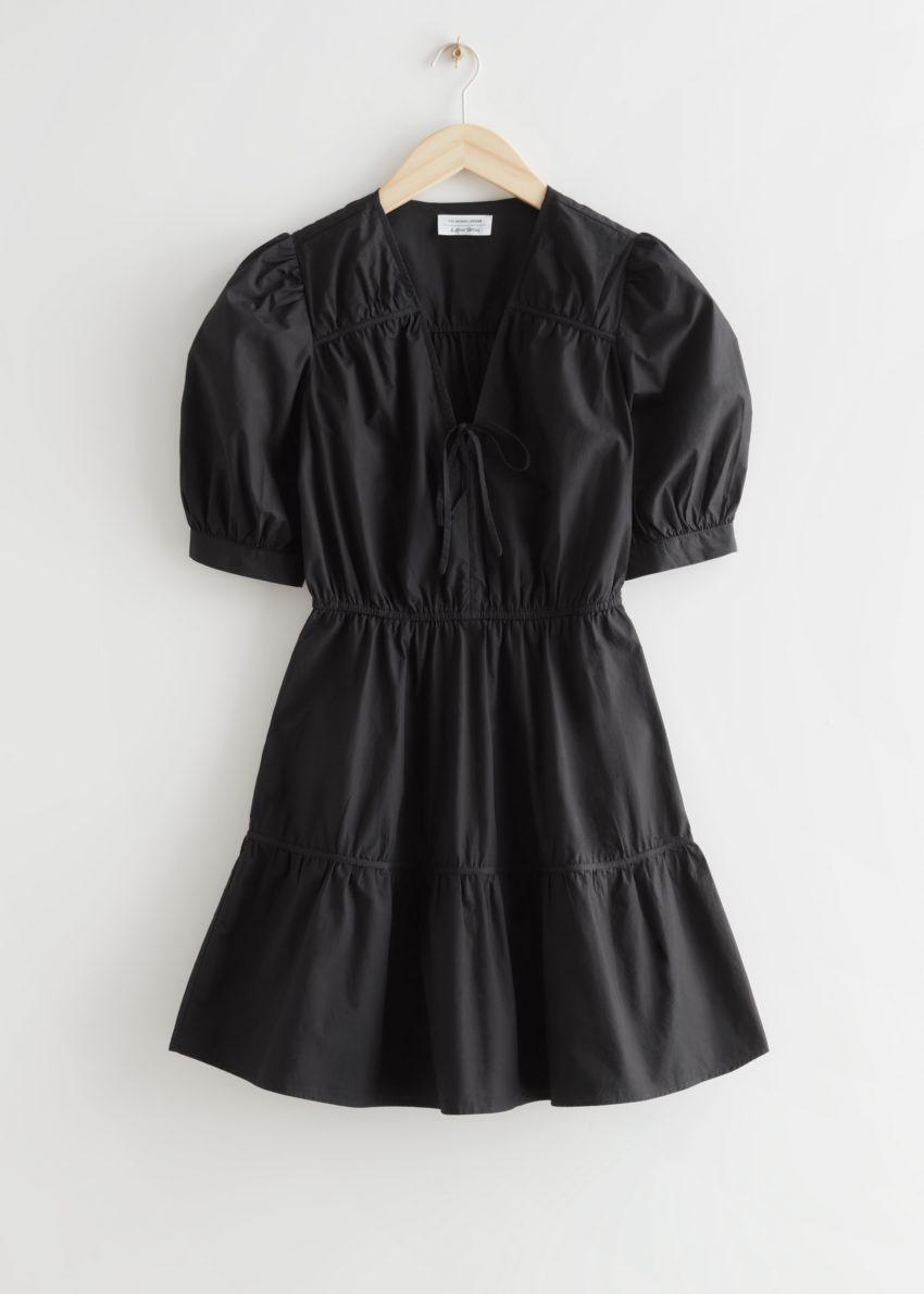 앤아더스토리즈 티어드 퍼프 슬리브 미니 드레스의 블랙컬러 Product입니다.