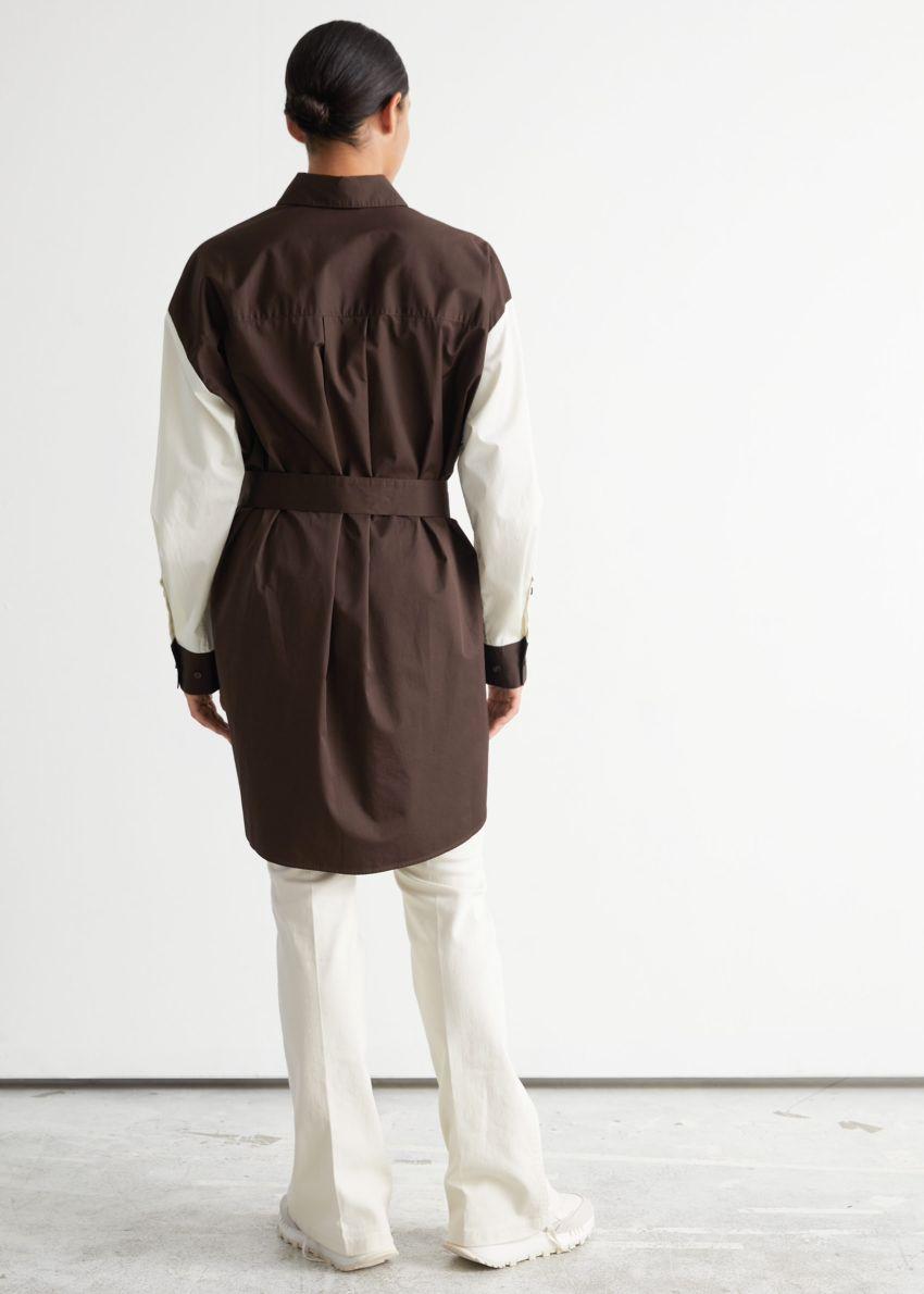 앤아더스토리즈 오버사이즈 컬러 블록 미디 드레스의 블랙/화이트컬러 ECOMLook입니다.